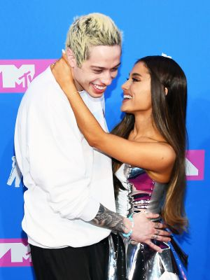 Ariana Grande and Pete Davidson Look Cute AF on the VMA's Red Carpet