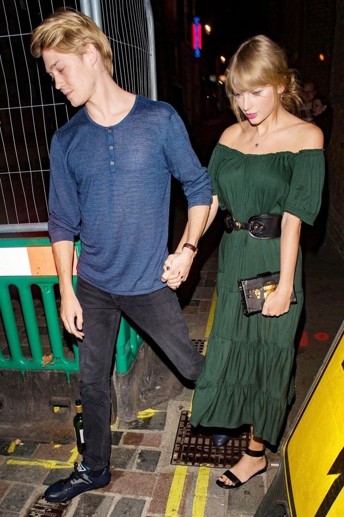 Taylor Swift and Joe Alwyn on a Date