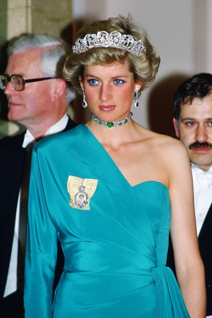 Princess Diana fashion trends: Diana wears teal dress and tiara