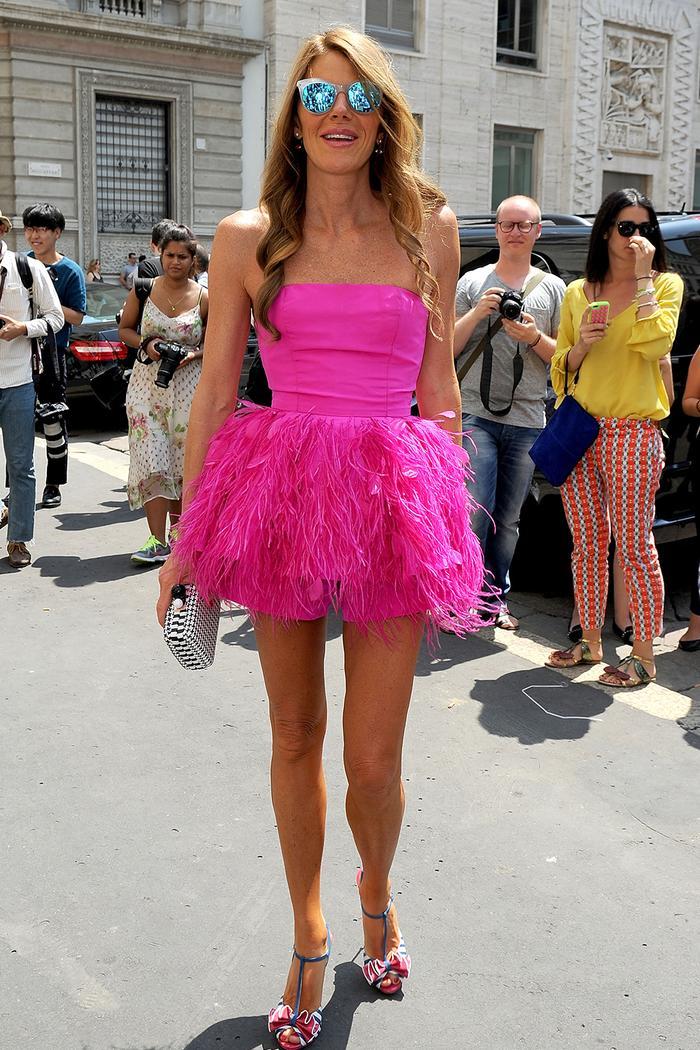 Анна Делло Руссо стиль: носить неоновое розовое платье