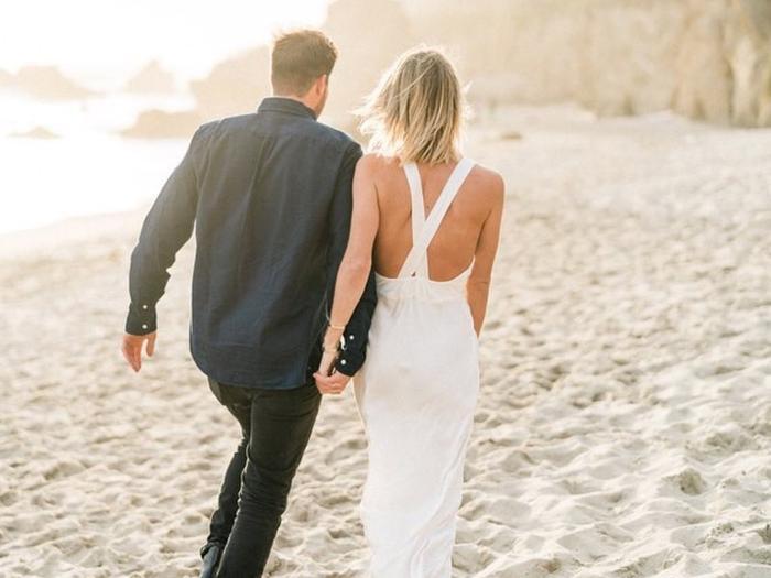 Slip wedding dress: beach look