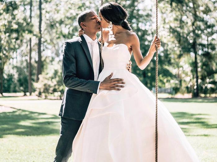 Strapless wedding dress: princess moment