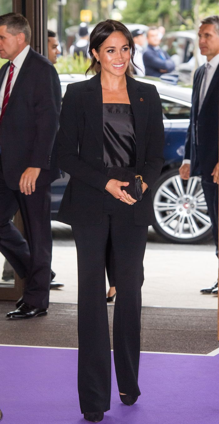 meghan markle pantsuit outfit who what wear https www whowhatwear com meghan markle pantsuit