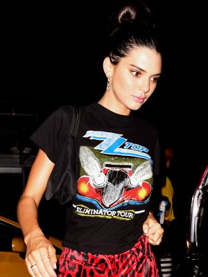 Here's Kendall Jenner in the #1 Trend to Wear With a T-Shirt