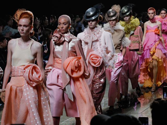 Marc Jacobs runway show finale walk