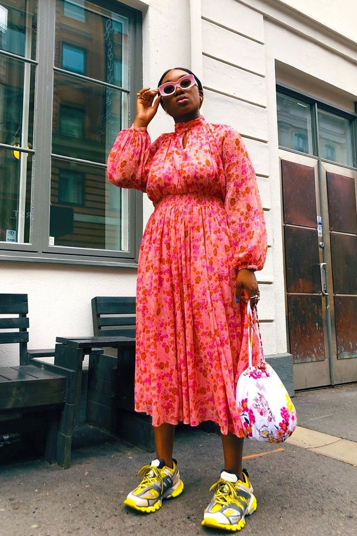 Roved Dress With Sneakers Outfits