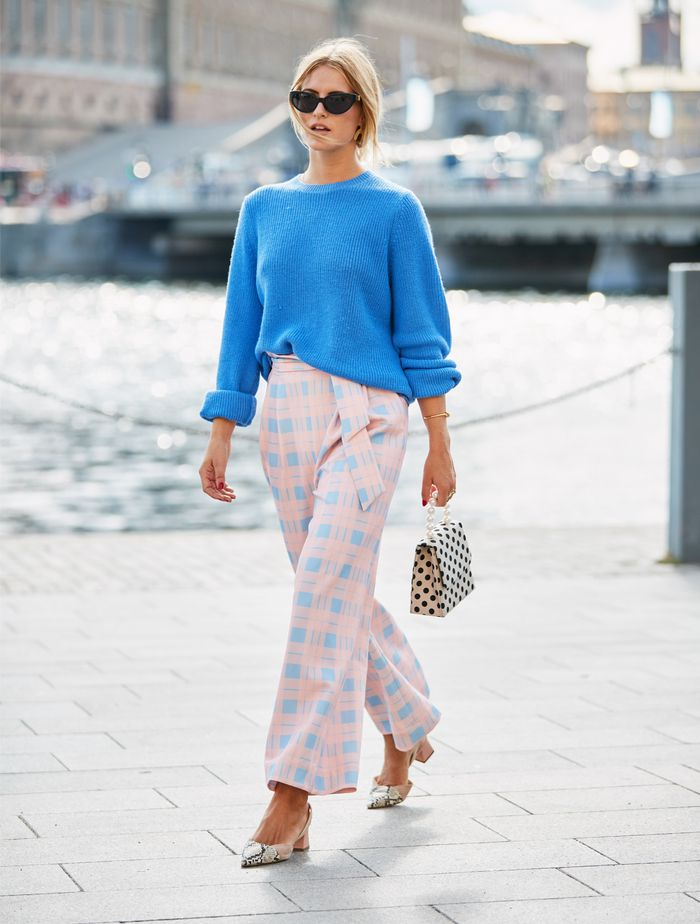 Checked Trousers Outfits: Pastel