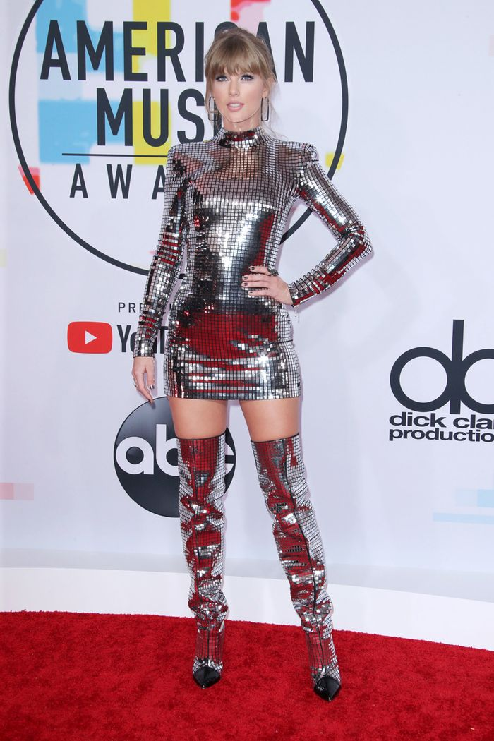 Taylor Swift American Music Awards Red Carpet 2018