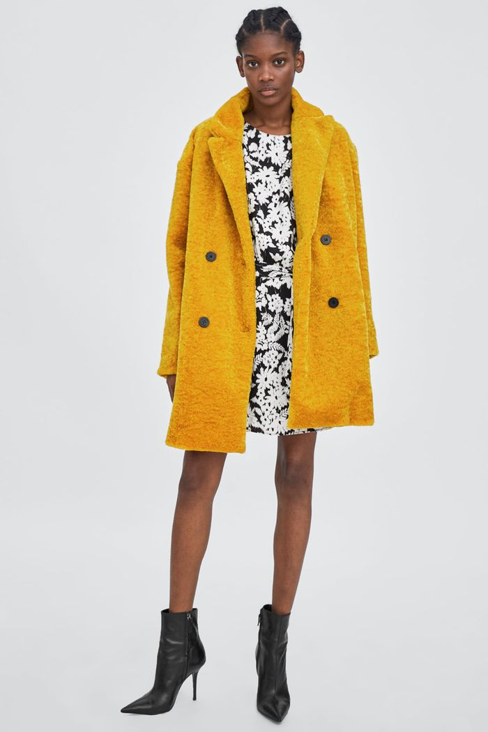 Could this yellow Zara coat be the most
