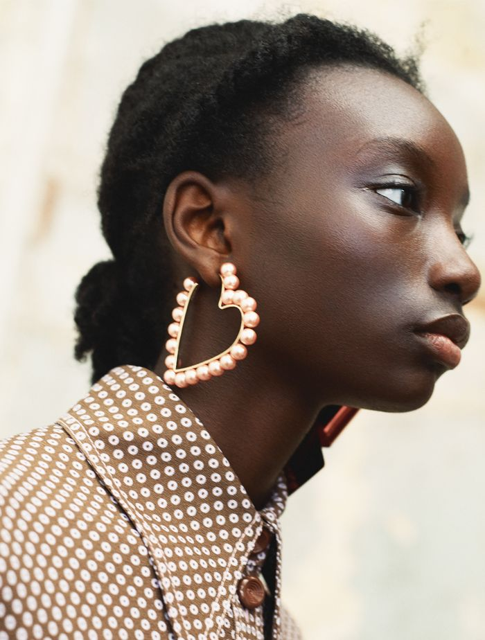 Best Heart Earrings: A model wear's Mulberry's pearl-adorned earrings