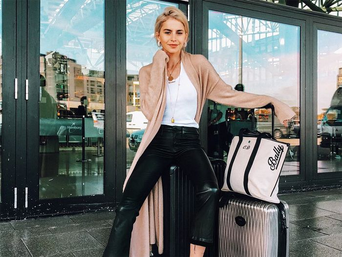 Caroline Daur, airport