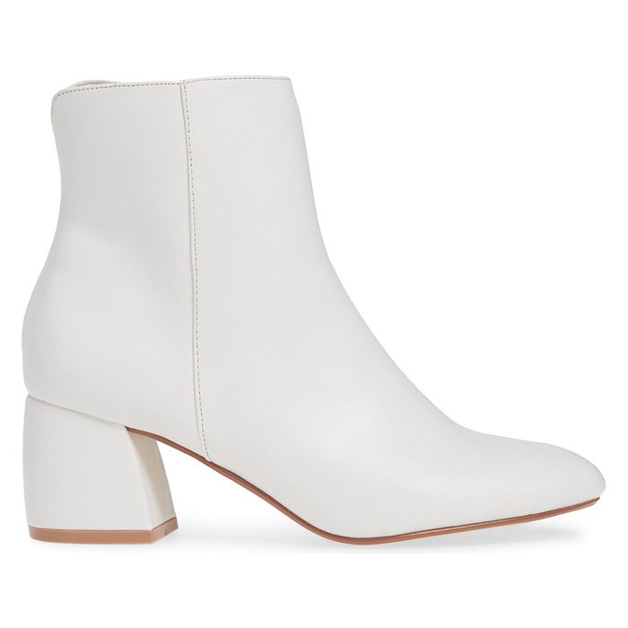 9 Stylish White Boot Outfits to Wear