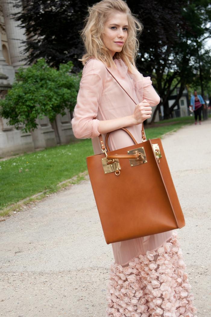 Sophie Hulme bags: Elena Perminova carrying a tan Albion tote