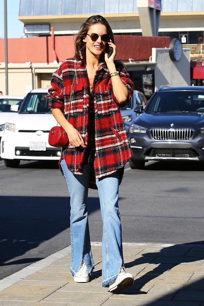 Alessandra Ambrosio jeans