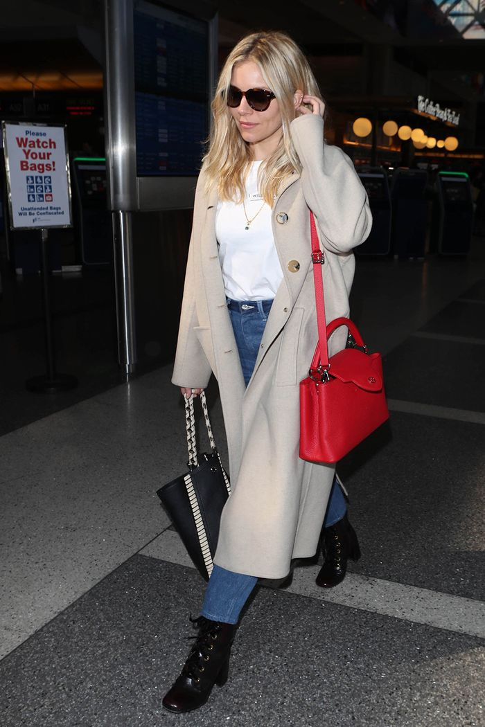 Sienna Miller low-key outfits: jeans and a t-shirt