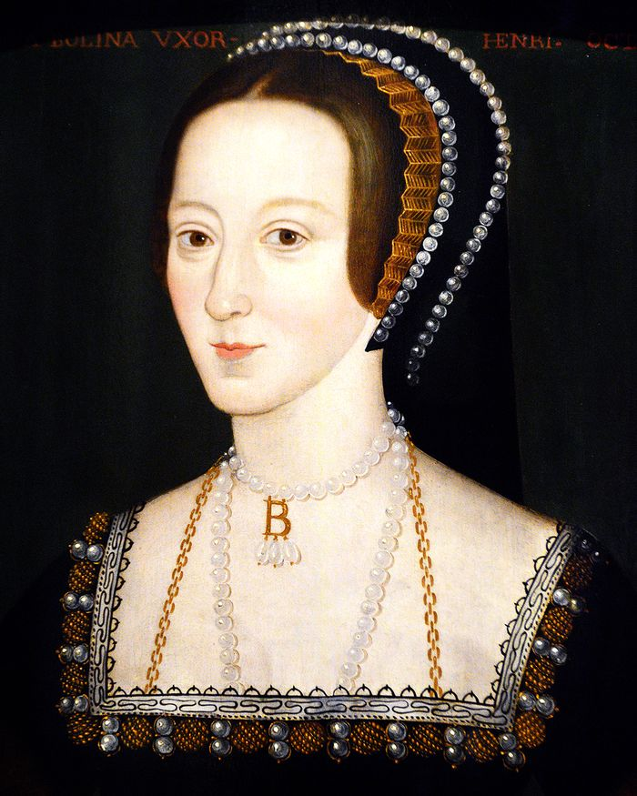 Anne Boleyn Style: Royal portrait with headband, pearls, and initial necklace
