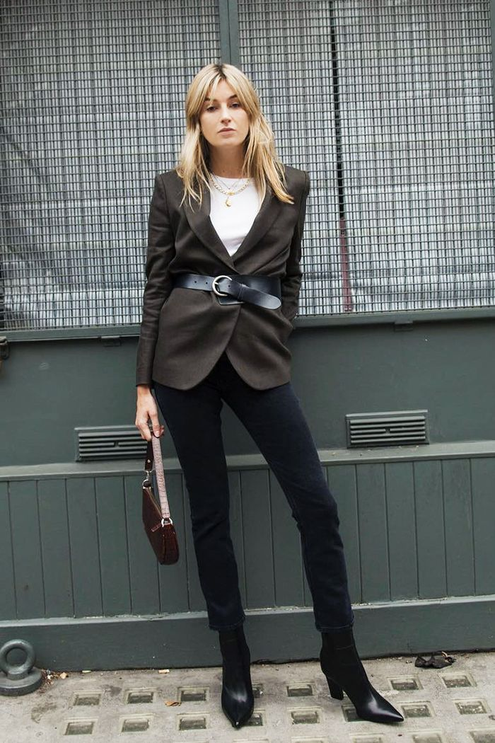 Skinny jean outfit ideas: Camille Charriere in belted blazer