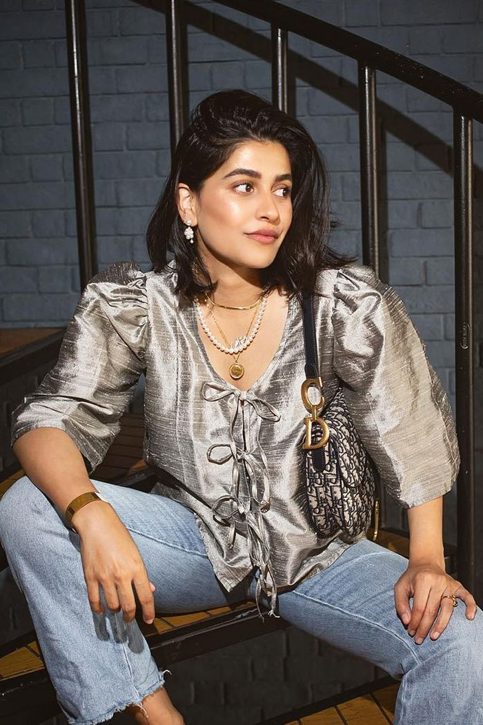 Microtrends 2019: raw silk silver blouse worn with jeans and a Dior saddle bag