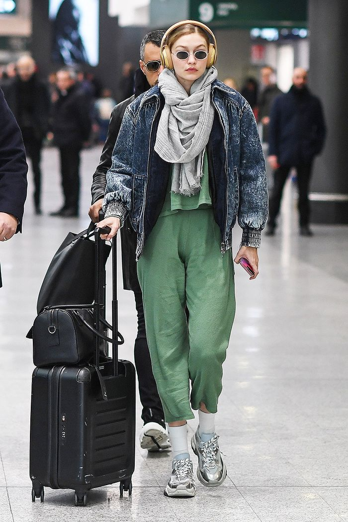 Gigi Hadid airport outfit