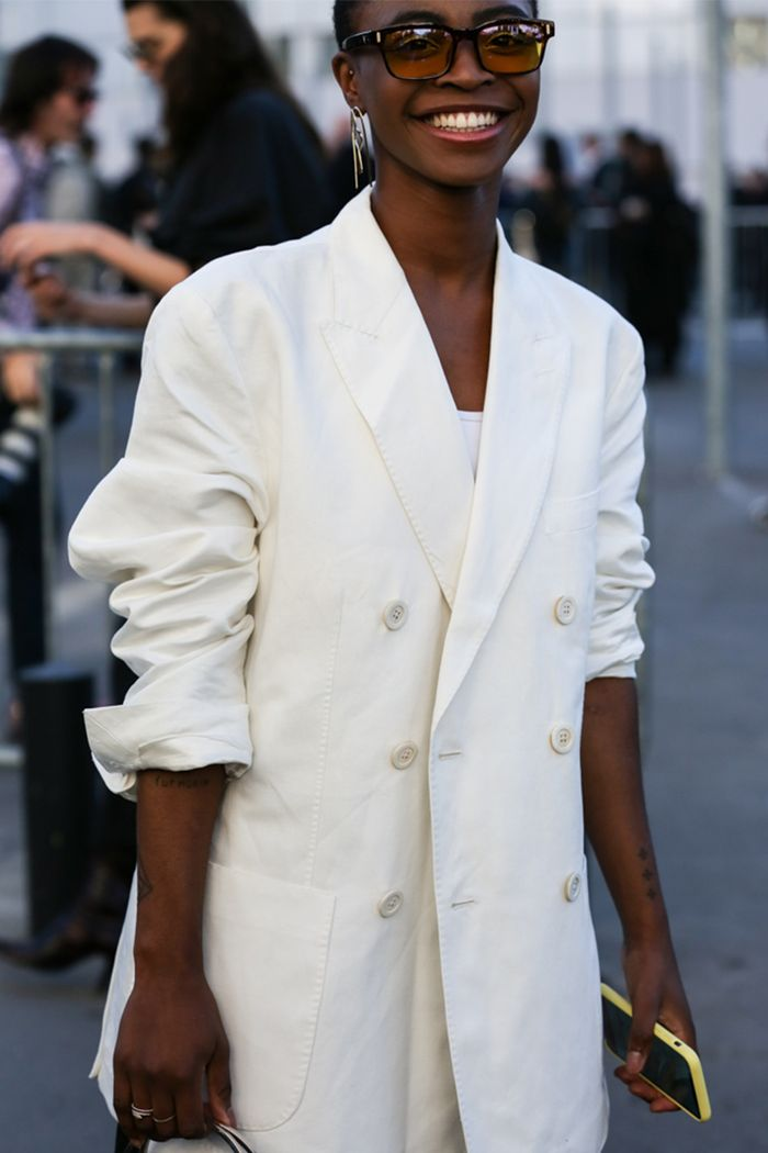 Classic outfit ideas: a white trouser suit
