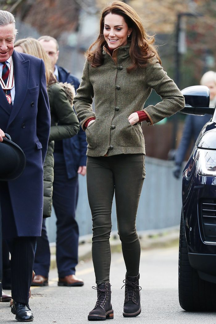 Kate Middleton hiking boot and skinny jeans outfit