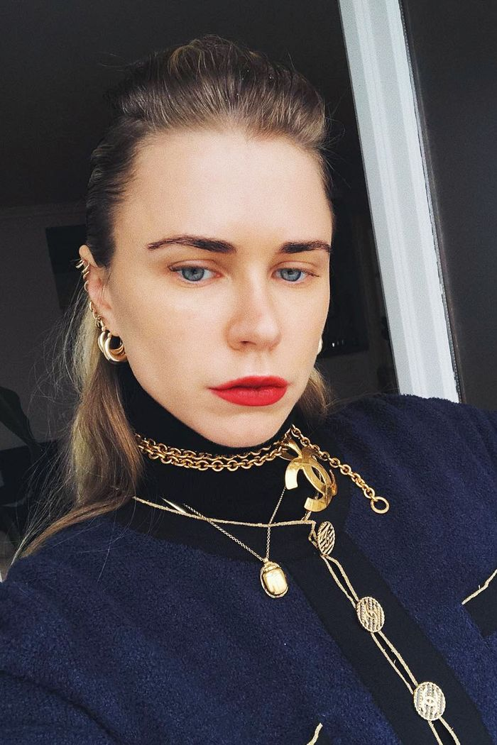 How to wear accessories in winter: Courtney Trop in gold chains