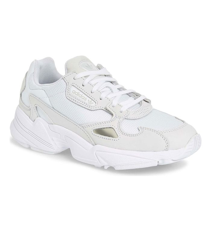a FeetAccording Podiatrist Worst Your for to The Sneakers OuTPXZik
