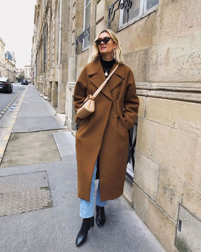 Easy Stylish Outfits: Brown Coat and Jeans