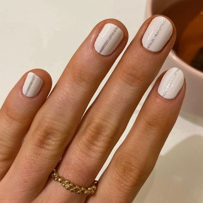 Metallic nails for spring