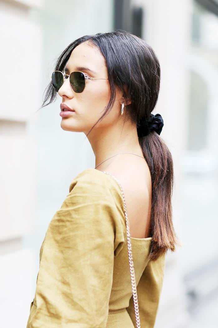 Hair accessories 2019: girl wearing scrunchie