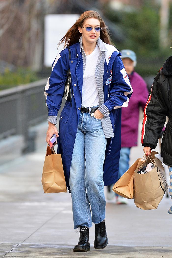 Gigi Hadid baggy jeans