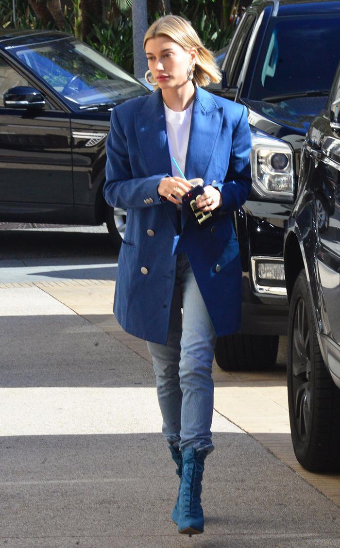 How Hailey Baldwin wears skinny jeans