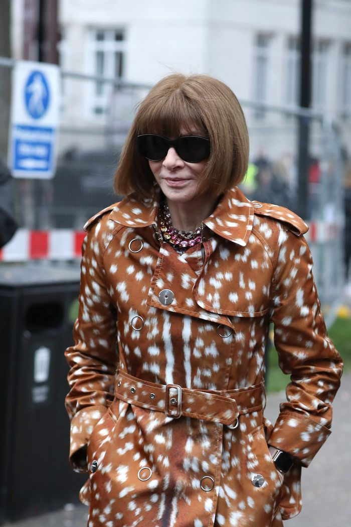 Anna Wintour Power Bob Hair: Anna Wintour attends Burberry at London Fashion Week