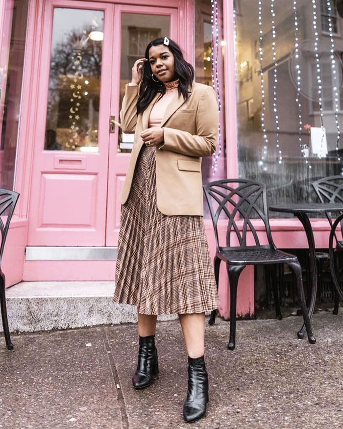 Best Pleated Skirts: Spring Outfit with pleated skirt and beige blazer