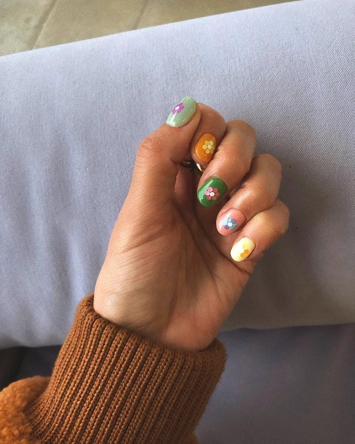 Cute Nail Trend: Alyssa wearing colourful mis-matched flower nails