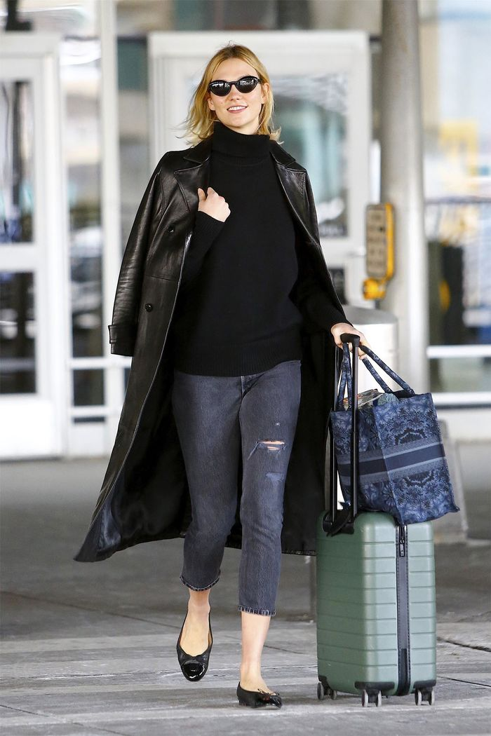 Karlie Kloss skinny jeans and flats outfit