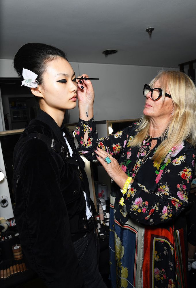 No Mascara Makeup Trend: Val Garland and model backstage at Erdem LFW 2019