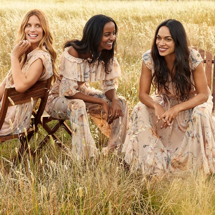 rosario dawson H&M conscious collection campaign spring 2019 sustainable fashion