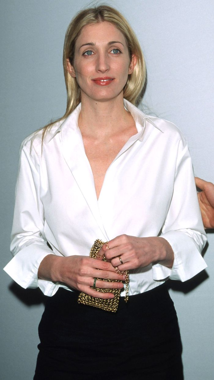 Elegant Clothes: Carolyn Bessette Kennedy Wears White Button-Down Shirt