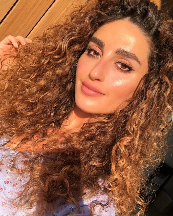 Nikki Wolff Makeup Bag Cost: Nikki Makeup glowy selfie in the sunshine