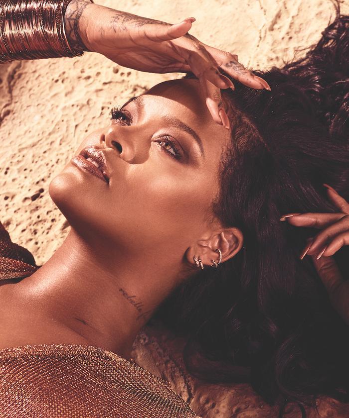 Rihanna Makeup Artist Fenty Beauty: Rihanna wearing new Sun Stalk'r bronzer