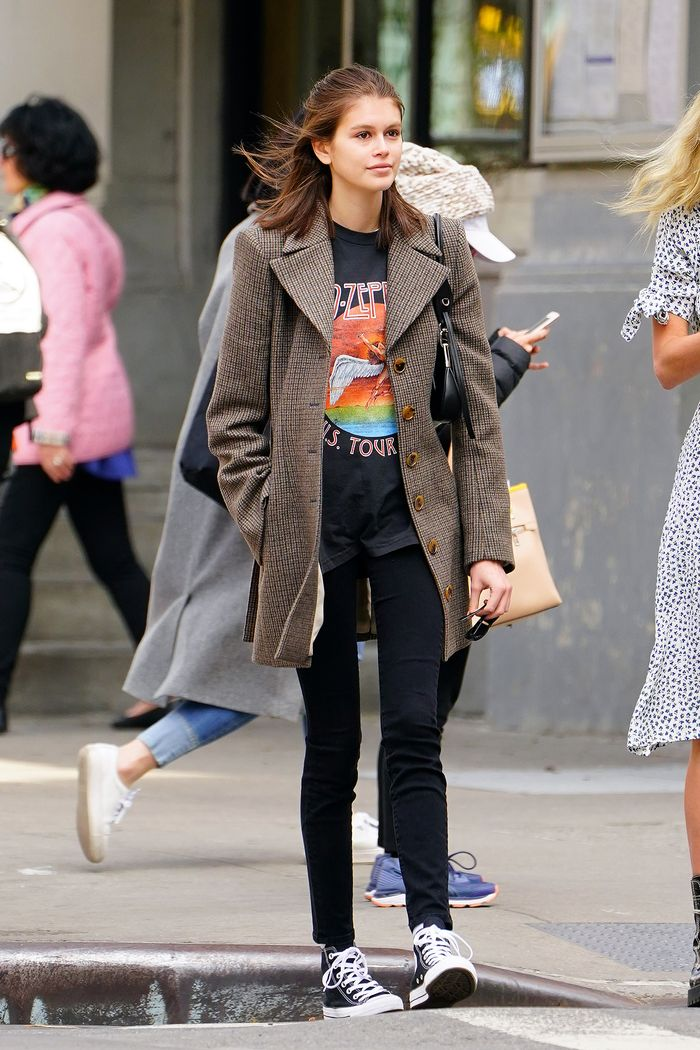 Kaia Gerber black skinny jeans and T-shirt
