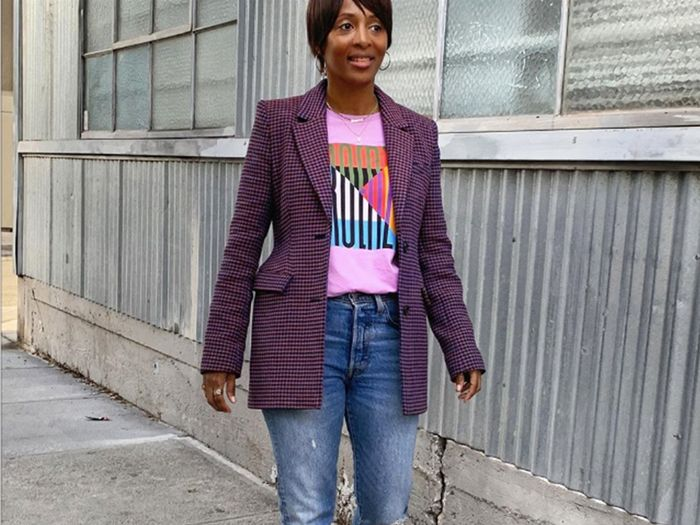 5 Jeans-and-T-Shirt Outfit Formulas Women Over 40 Swear By