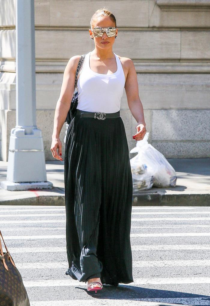 Jennifer Lopez summer outfit