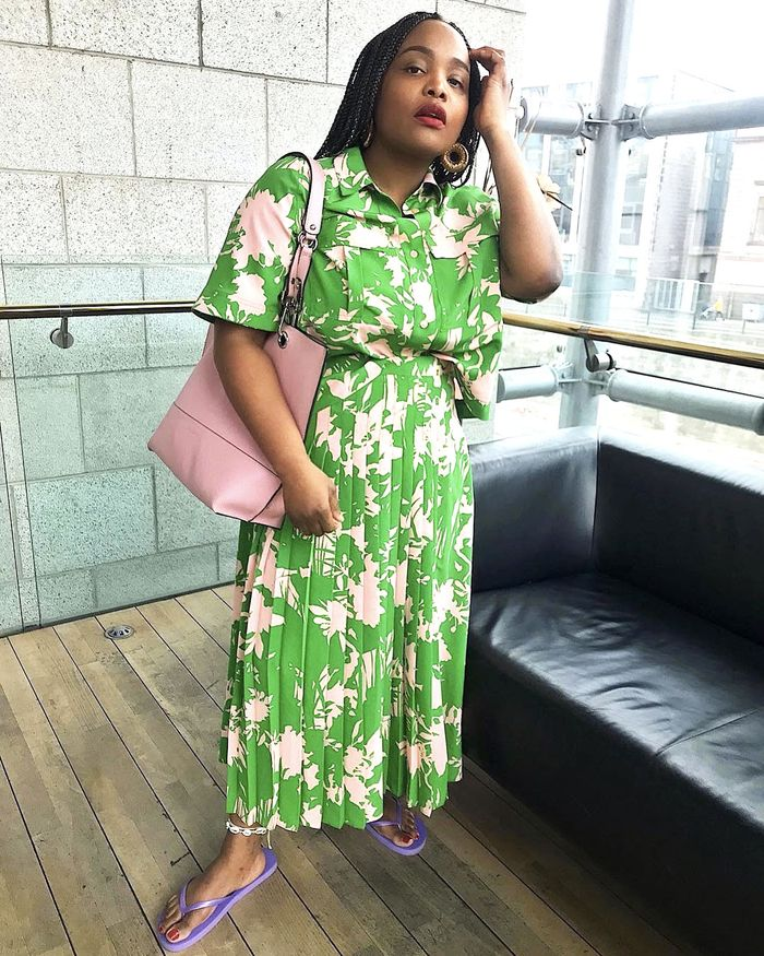Best Summer Outfit Ideas 2019: Pleated Skirt and Button Down Top