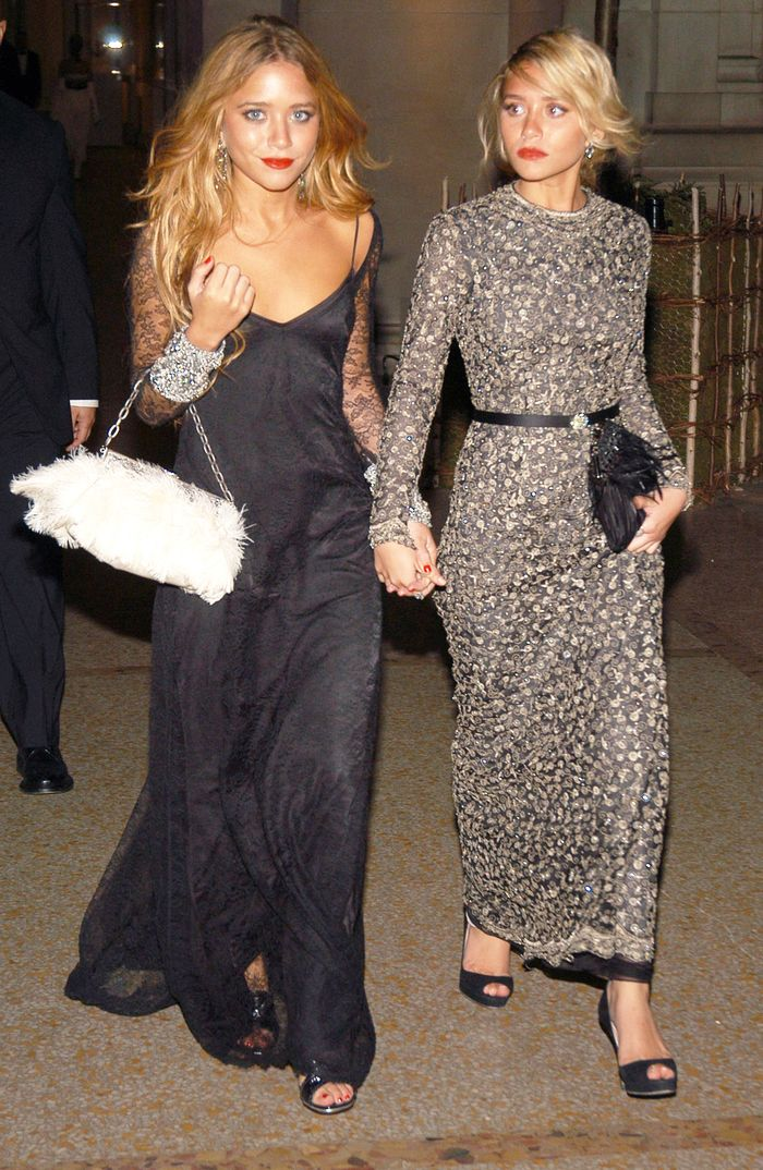 4 Of Mary Kate And Ashley Olsen S Best Met Gala Outfits Who What Wear