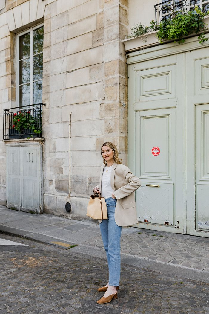 French spring fashion staples: Marissa of Rue Rodier wearing a blazer, tee, jeans and pumps