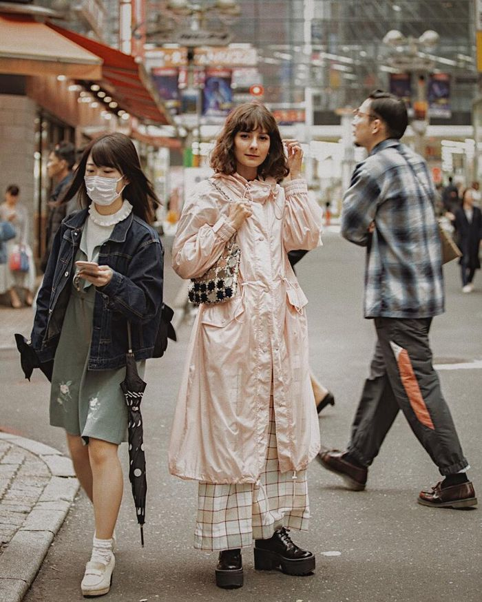 Anti-Pollution Beauty Products: Alyssa wearing pink parka in Shibuya