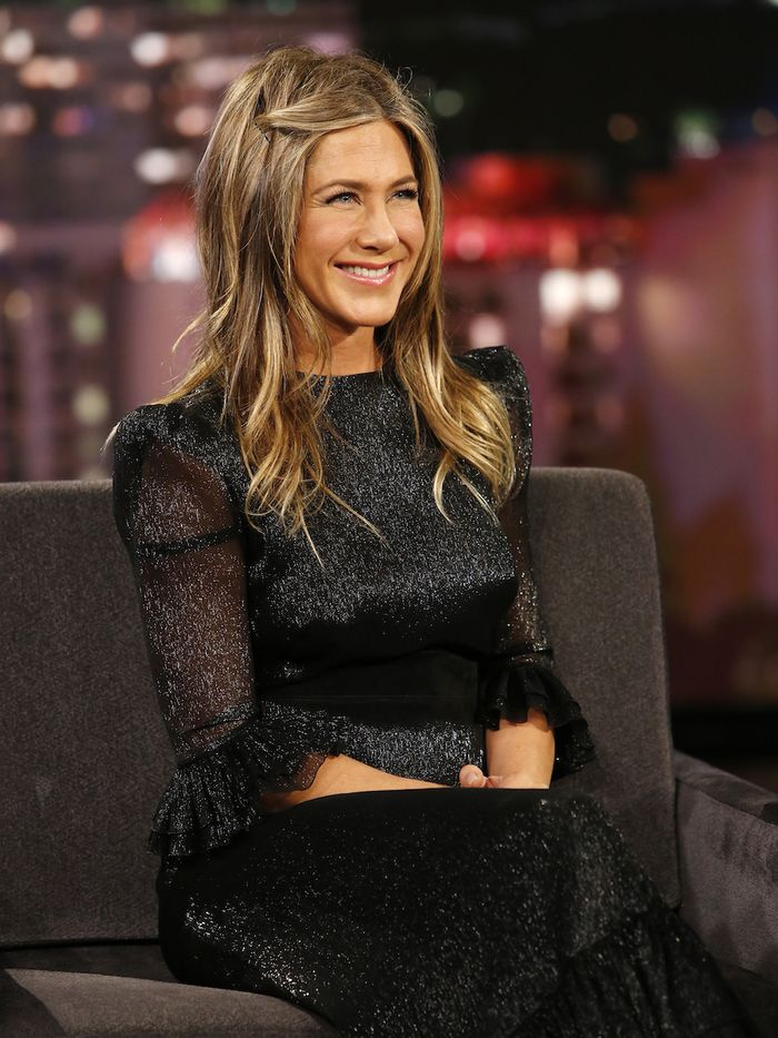 Air Dry Hair Products: Jennifer Aniston with wavy hair on talk show