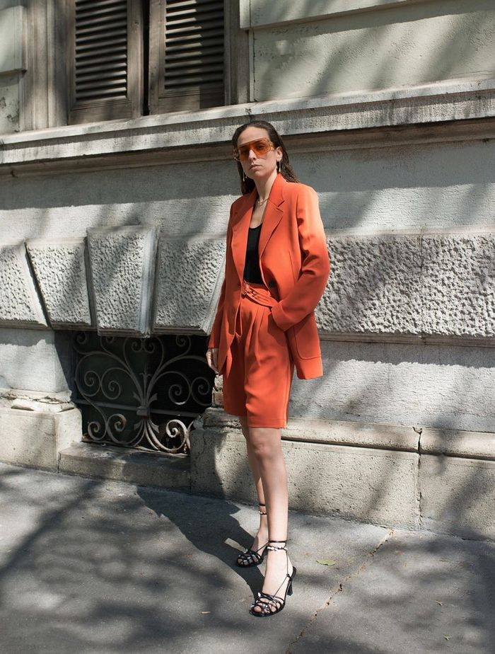 Work Outfits Summer 2019: Erika wears a chic short suit